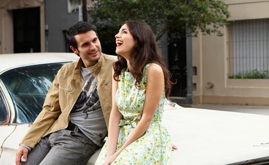 Homem-e-mulher-rindo